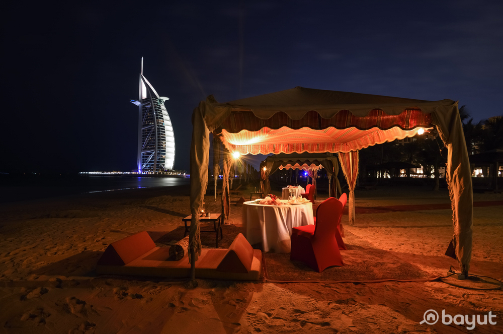 Bayut Recommends a Romantic Dinner by the Beach for Valentines