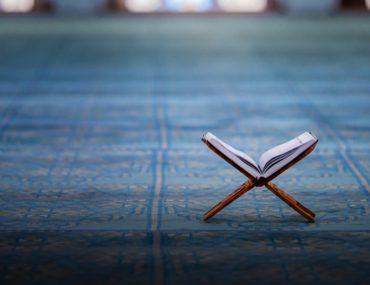 قرآن في مسجد