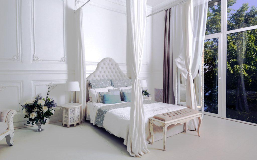 سرير بمظلية