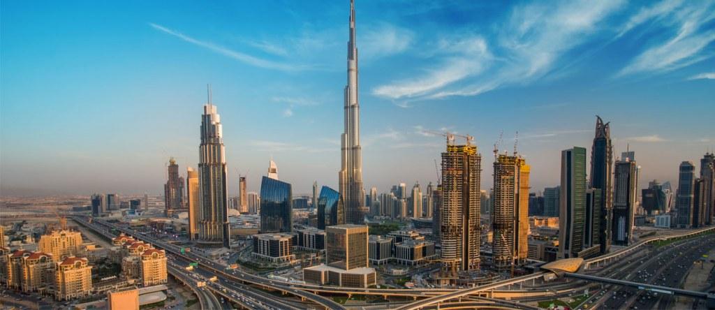 برج خليفة وسط أبراج داون تان دبي