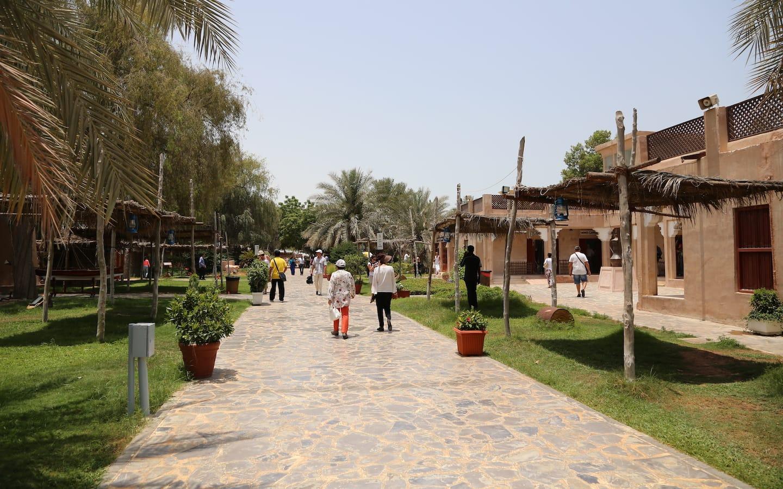 شارع داخل قرية التراث