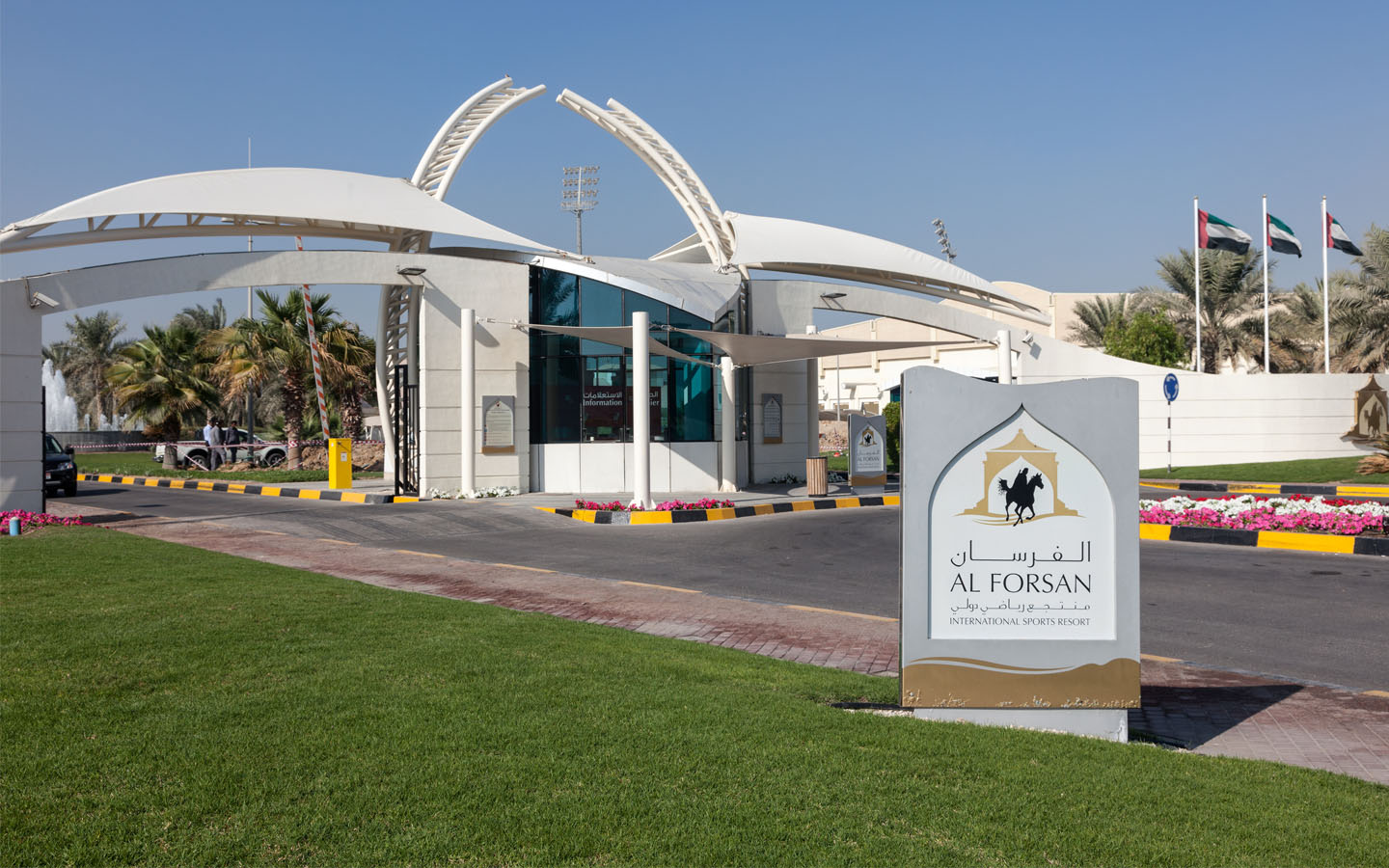 Al Forsan Internal Sports Resort is a place where you can try horse-racing, shooting, golf and more.