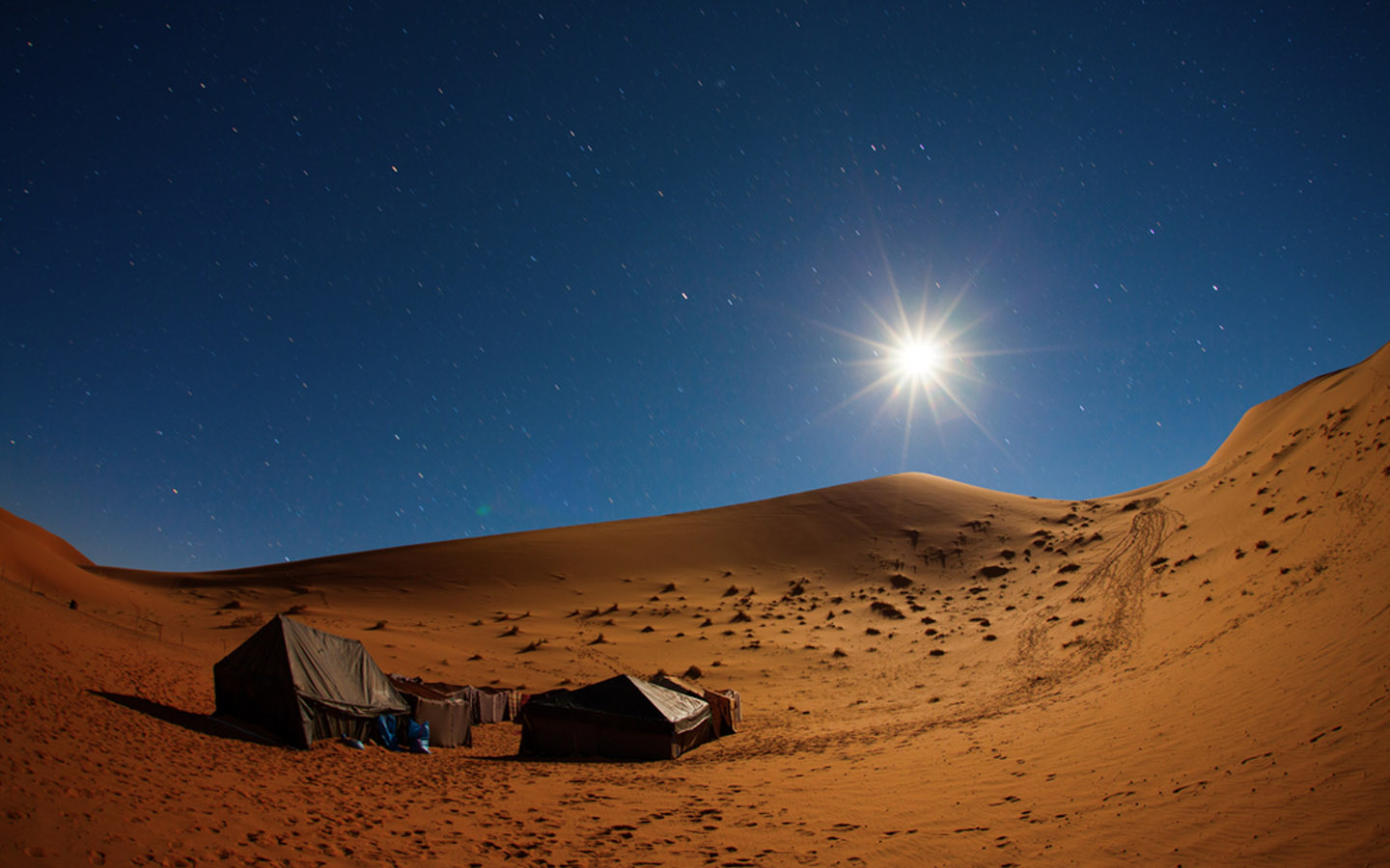 an amazing night camping site in the UAE desert