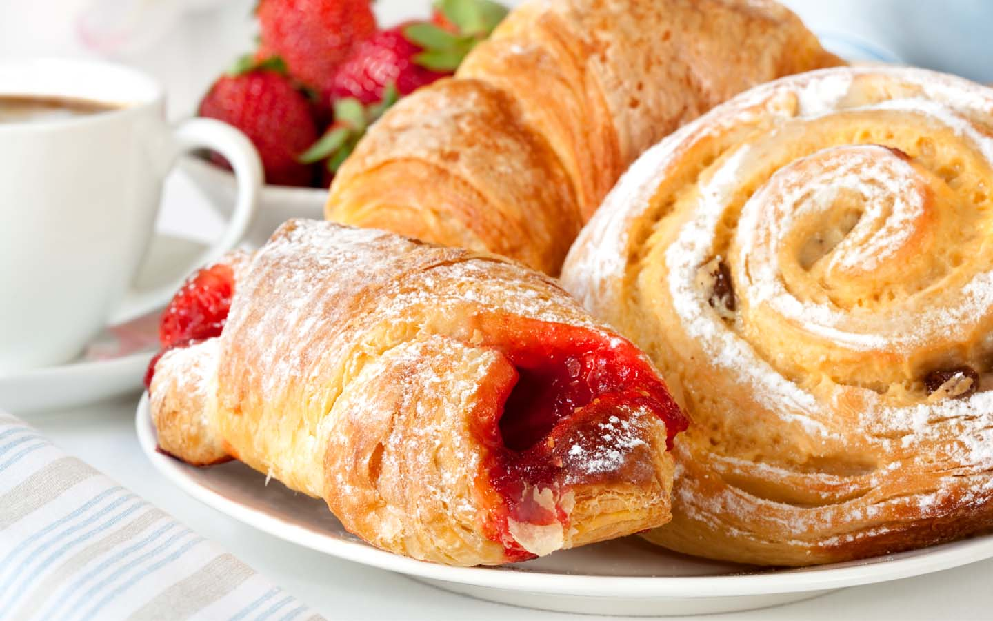 Shakespeare and Co. in Dubai Marina Mall offers French patisserie.