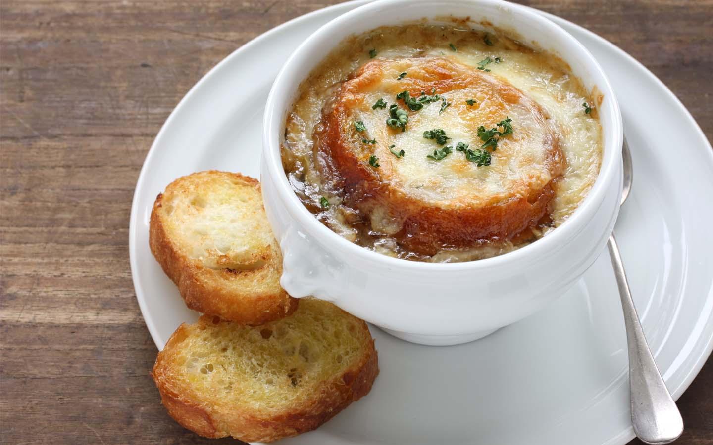 Le Pain Quotidien's French onion soup with garlic bread in Dubai Marina Mall.