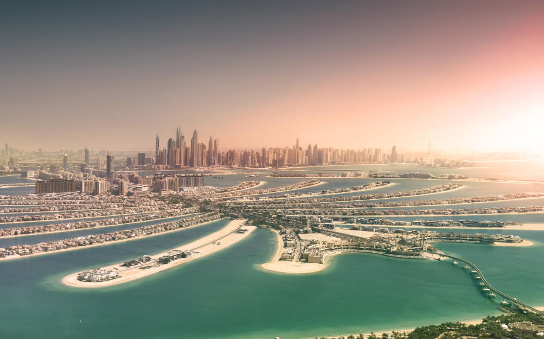 موقع نخلة الجميرا في قلب بحر الخليج العربي يعطيها صفة فريدة تضيف إلى تصميمها المعماري المميز