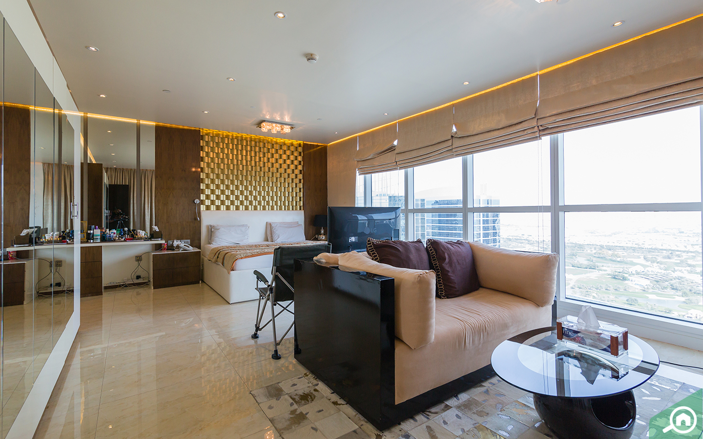 Master bedroom : 3-bedroom apartment for sale in Dubai Marina