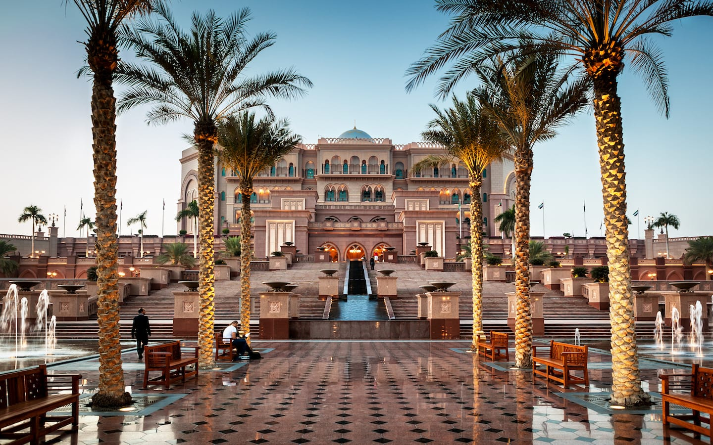 Visiting the Emirates Palace is one of the free things to do in Abu Dhabi at night as well.