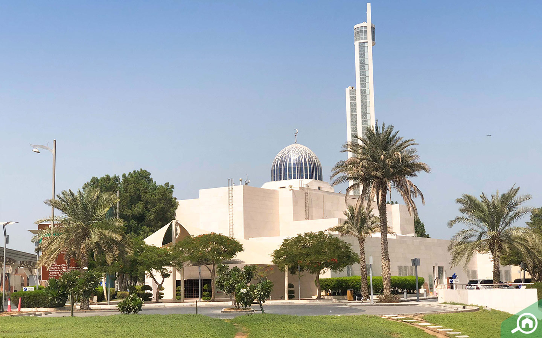 You can easily rush to Al Rahman mosque in Palm Jumeirah