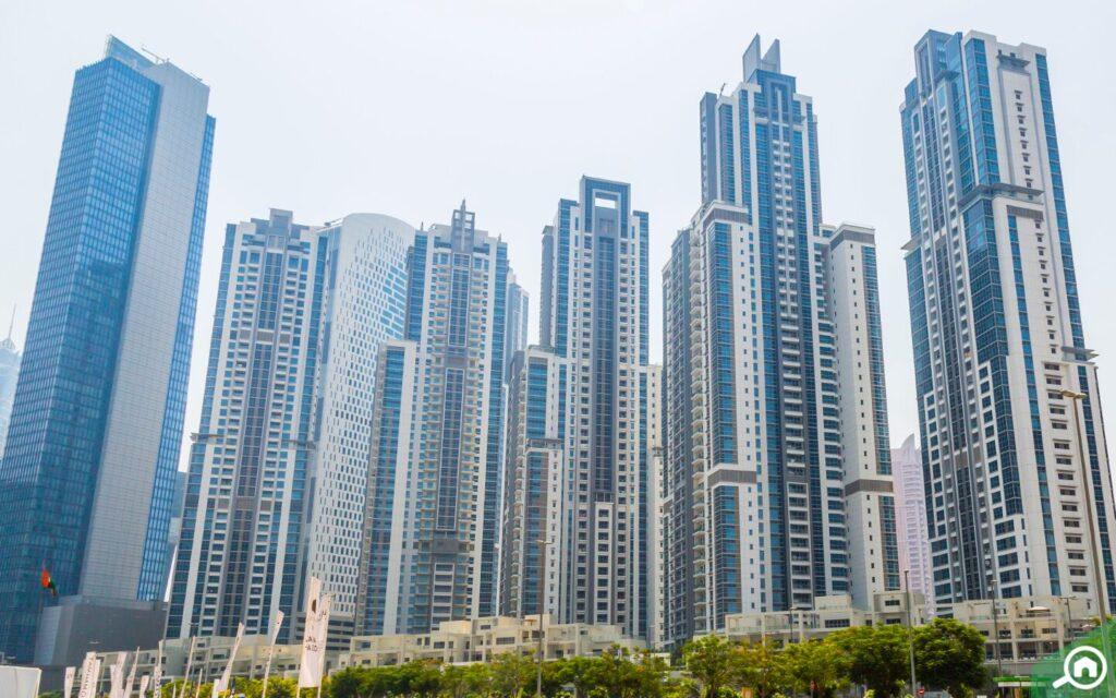 الأبراج الإدارية في الخليج التجاري