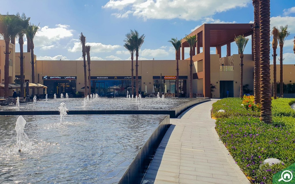 The pointe has a 1.5 kilometer promenade with water fountains and walkways