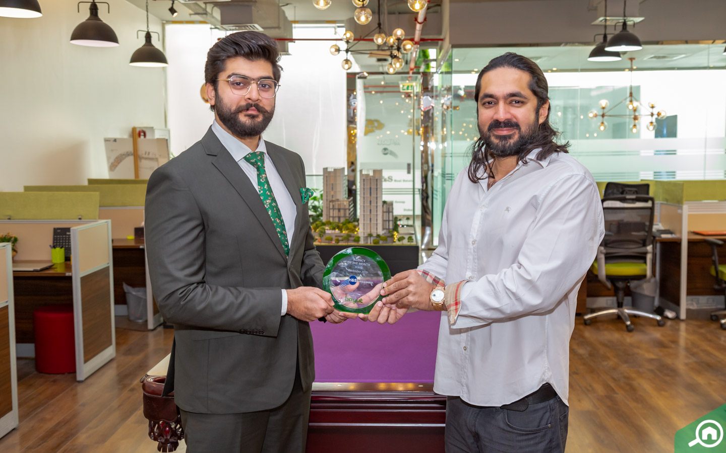 Emad Haq, CEO of H&S Real Estate, receives award for best real estate agency in Dubai
