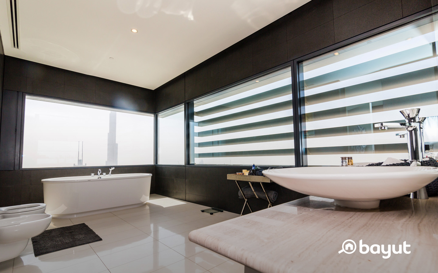 Index Tower penthouse with jacuzzi