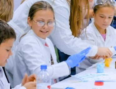 Children at the Abu Dhabi Science Festival 2020