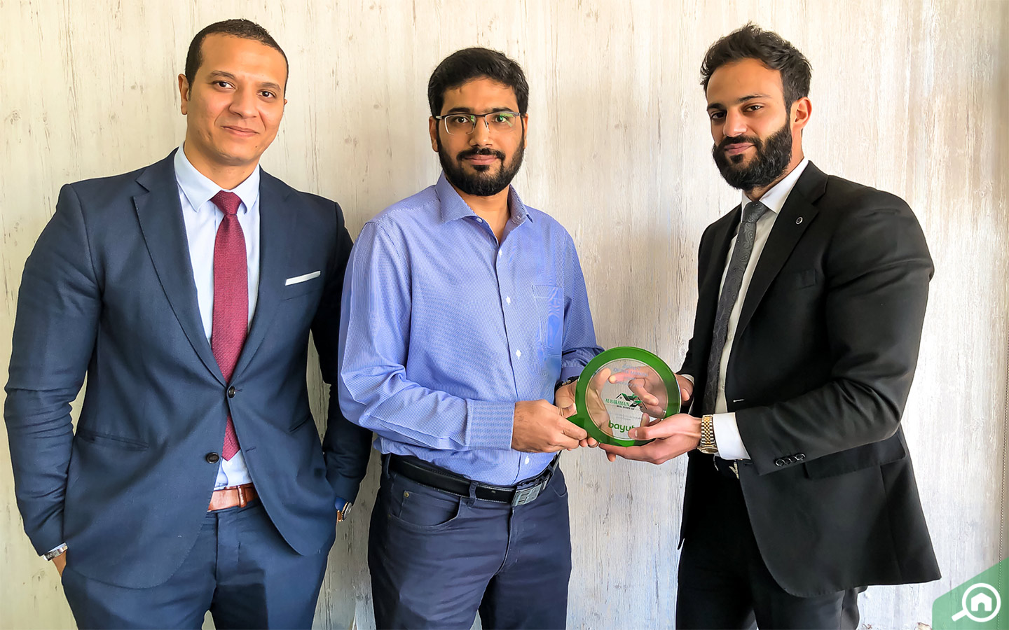 Muhammad Faisal Memon, CEO of Al Haramain Real Estate accepts award