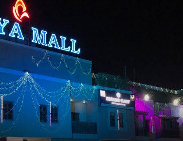 Abaya Mall in Dubai at night