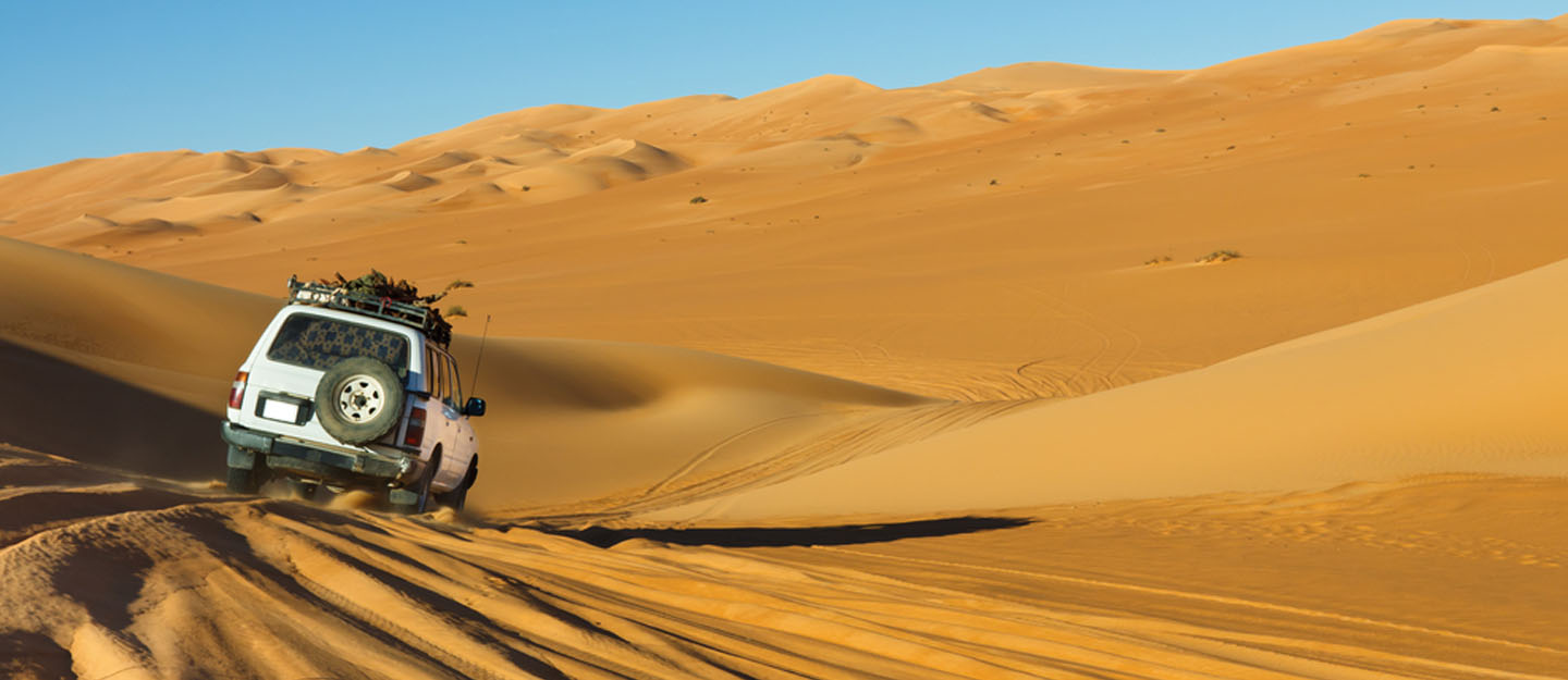 A vehicle on one of the best off road driving routes in Abu Dhabi