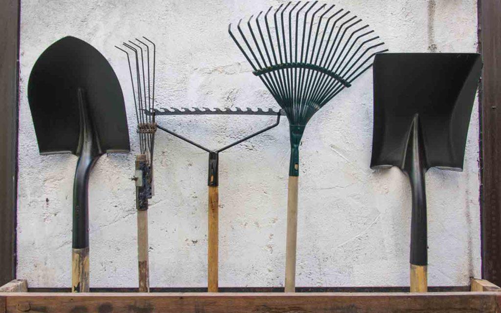 أدوات زراعة بسيطة