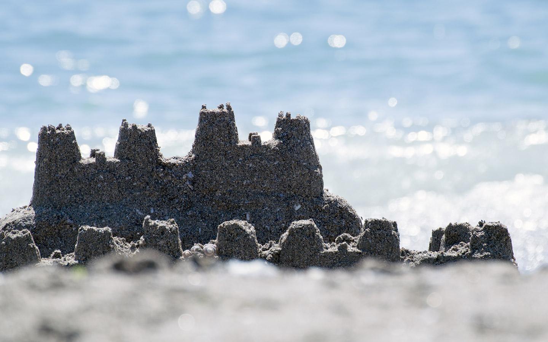 build sandcastles at Al Bateen Beach Abu Dhabi