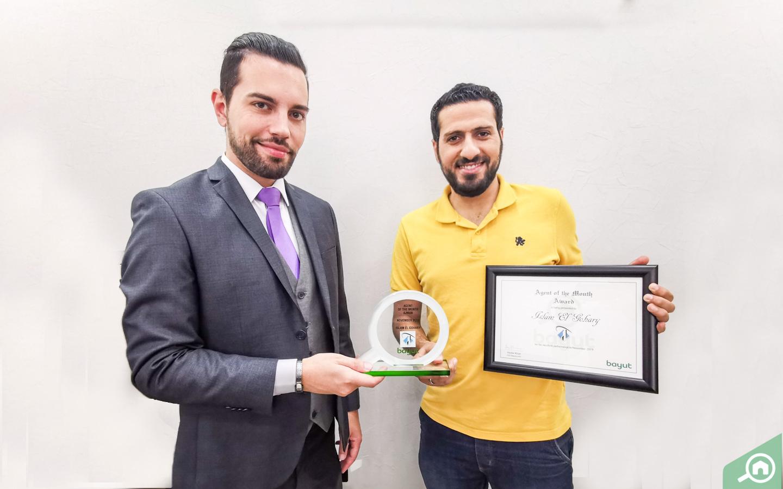 Islam El Gohary from Al Osool Real Estate, accepts Bayut real estate award