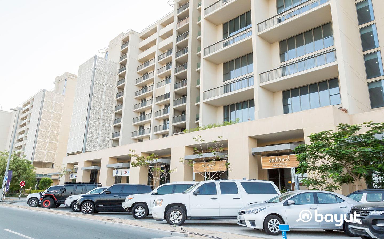 Cars parked in Al Raha Beach