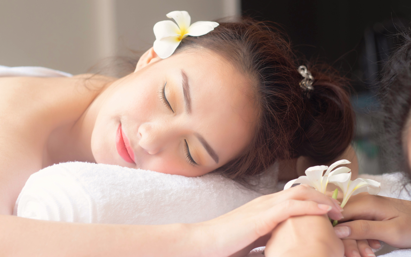 You can avail from a wide range of body massages at Alessia Spa & Salon