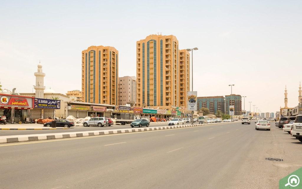 Street view of buildings in Al Nakheel