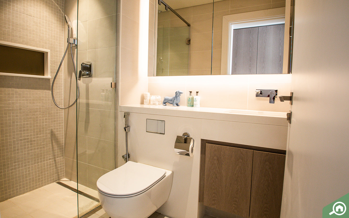 Modern Bathrooms in Apartment for sale in Serenia Residences