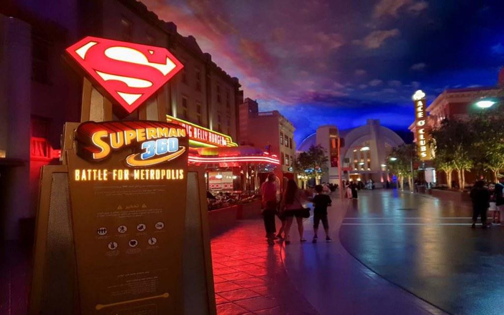 Superman battle at WB World