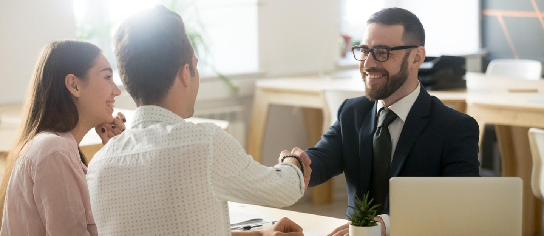 خطوات تأهيل الوكيل العقاري لإحاطة العملاء علماً بكل جوانب العملية الشرائية