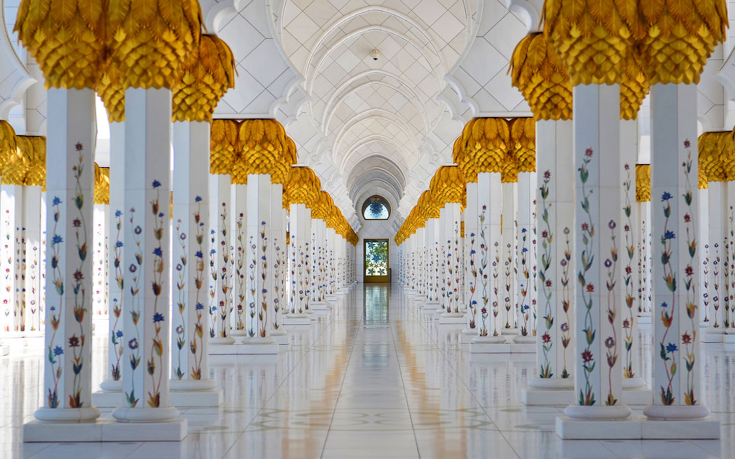 Columns at the Sheikh Zayed Grand Mosque