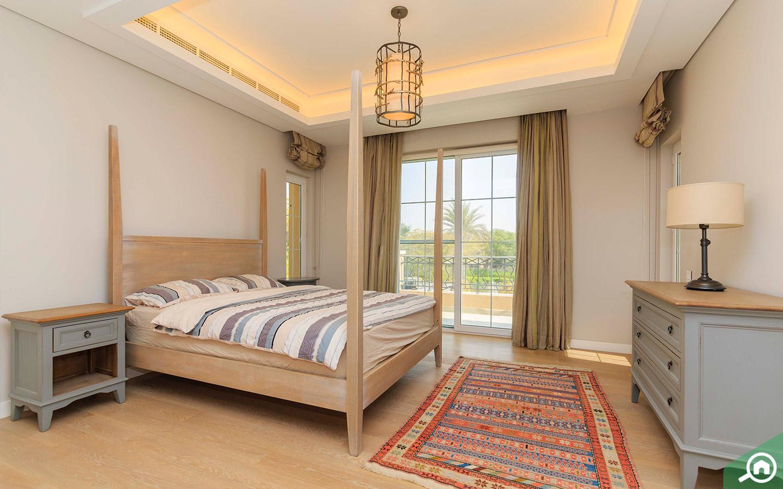 Spacious bedrooms in luxury villa for sale in Dubai