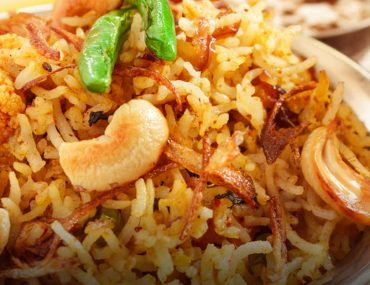 Biryani served with nuts