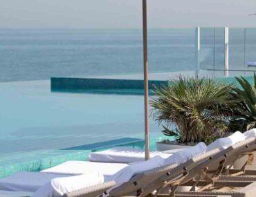 Infinity pool in Dubai