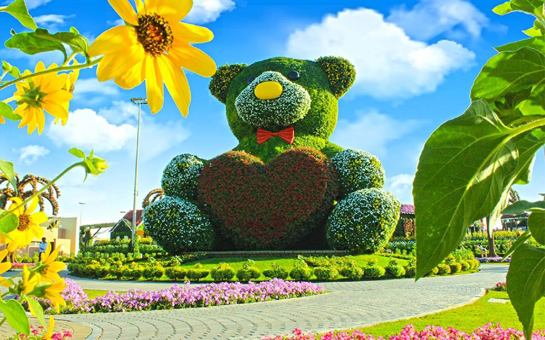 Big Teddy Bear at the Dubai Miracle Garden