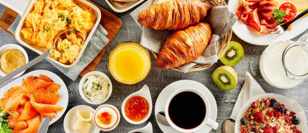 الافطار في دبي مارينا