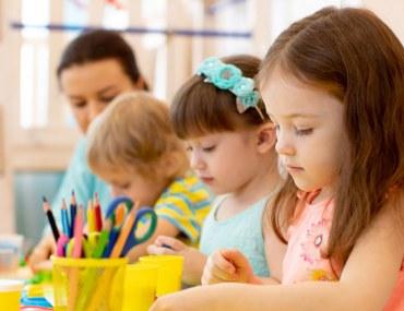 اطفال في المدرسة