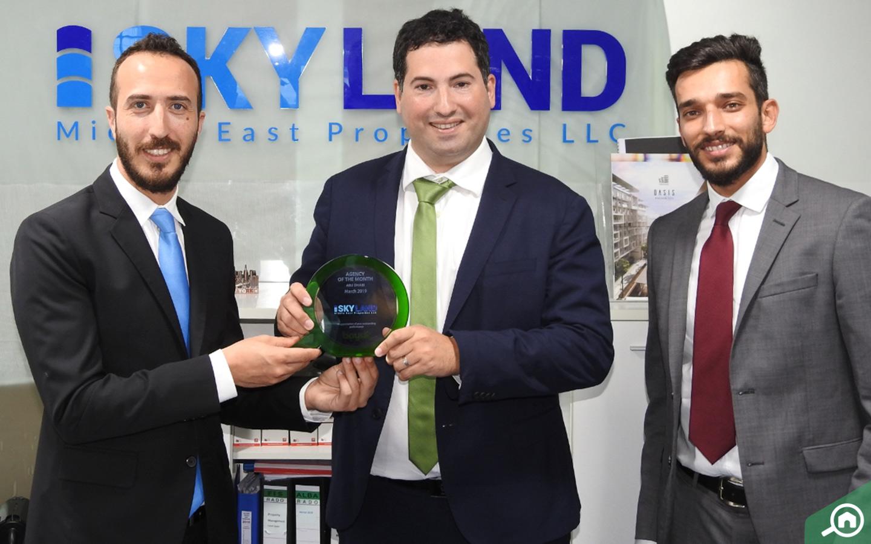 السيد رائد حمزه يتسلم جائزة الوكالة المثالية لشهر مارس 2019