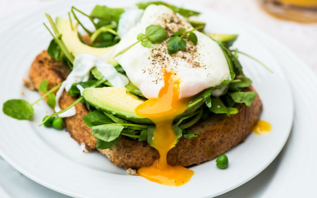 poached eggs with avocado and peas