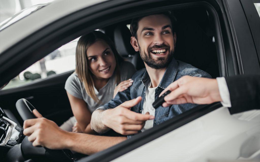 Couple in a rental car in Abu Dhabi