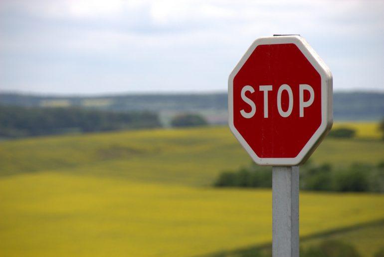 لافتة توقف