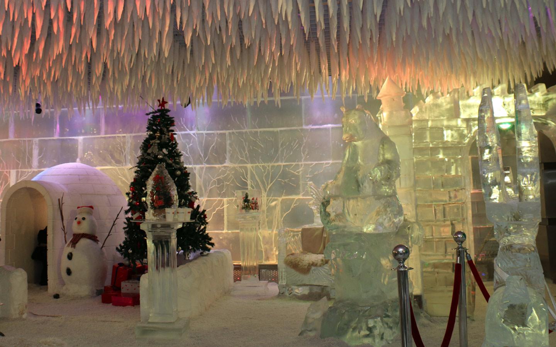 جليد وشجة كريسماس