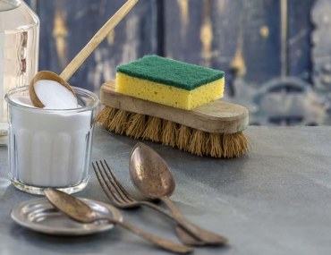 eco-friendly DIY natural cleaners