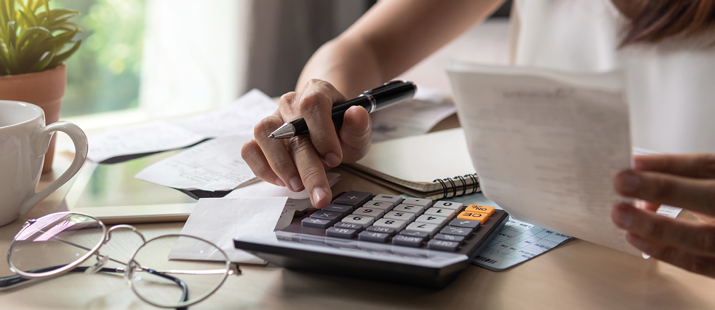 Person calculating their average cost of living in Abu Dhabi per month