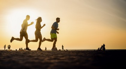 A list with the top 10 running tracks in Dubai including popular destinations like Jumeirah beach, many of the parks in Dubai and more