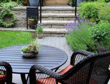 A small backyard design with seating and plants