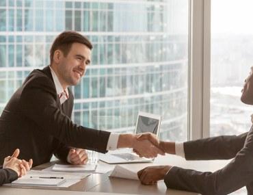 المقابلة الشخصية بعد البحث عن عمل في دبي