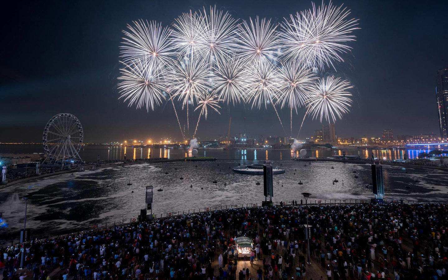 New Year S In Dubai 2019 2020 Fireworks Parties Dinners Mybayut