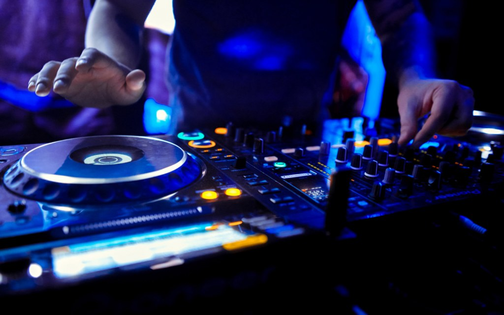 DJ with mixer at the best bars with live music in Dubai