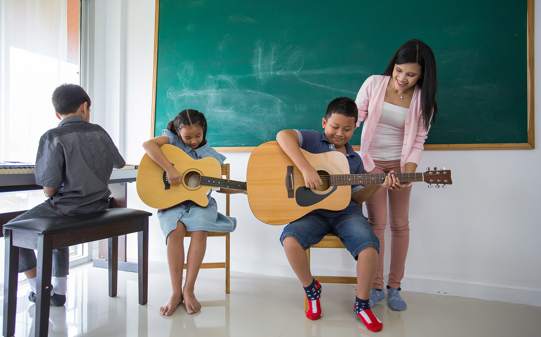Guitar class in Dubai